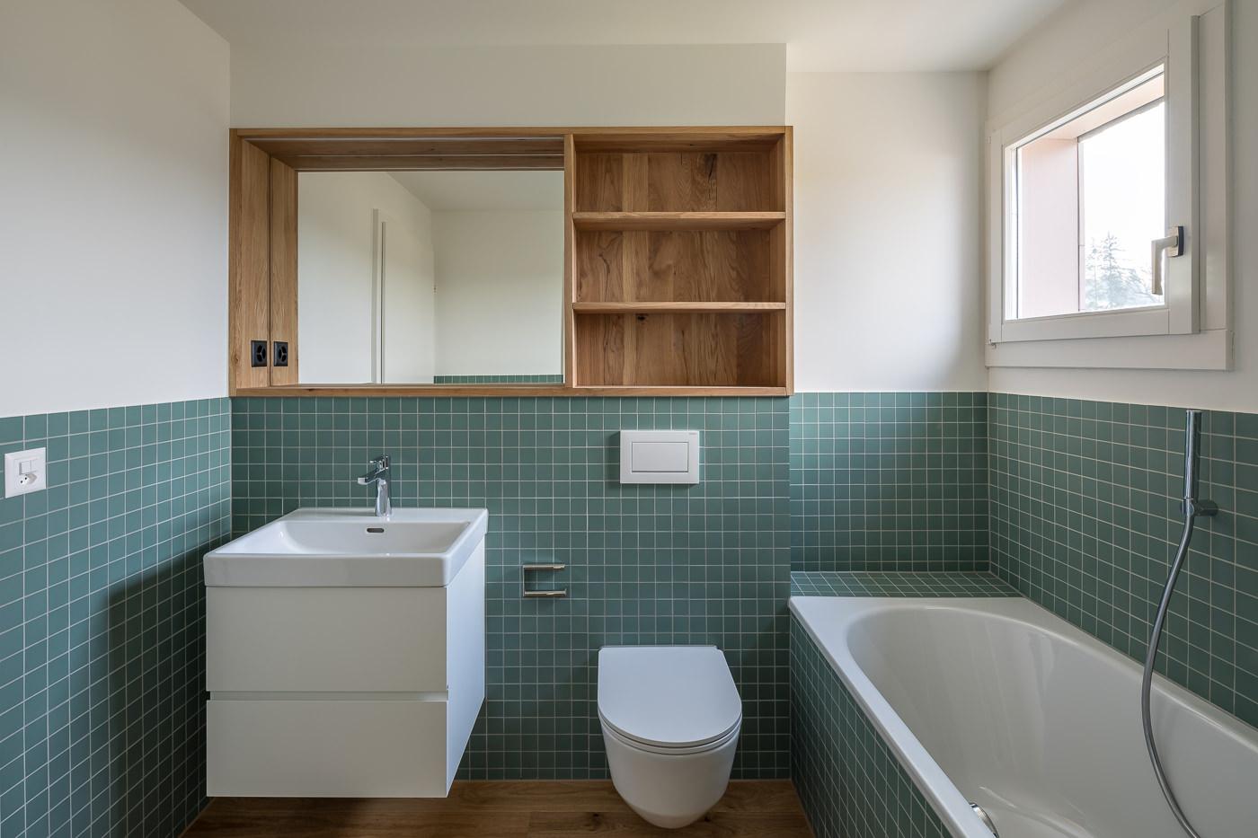 buan architekten – Umbau Attikawohnung Willisau – Foto – Bad gruen