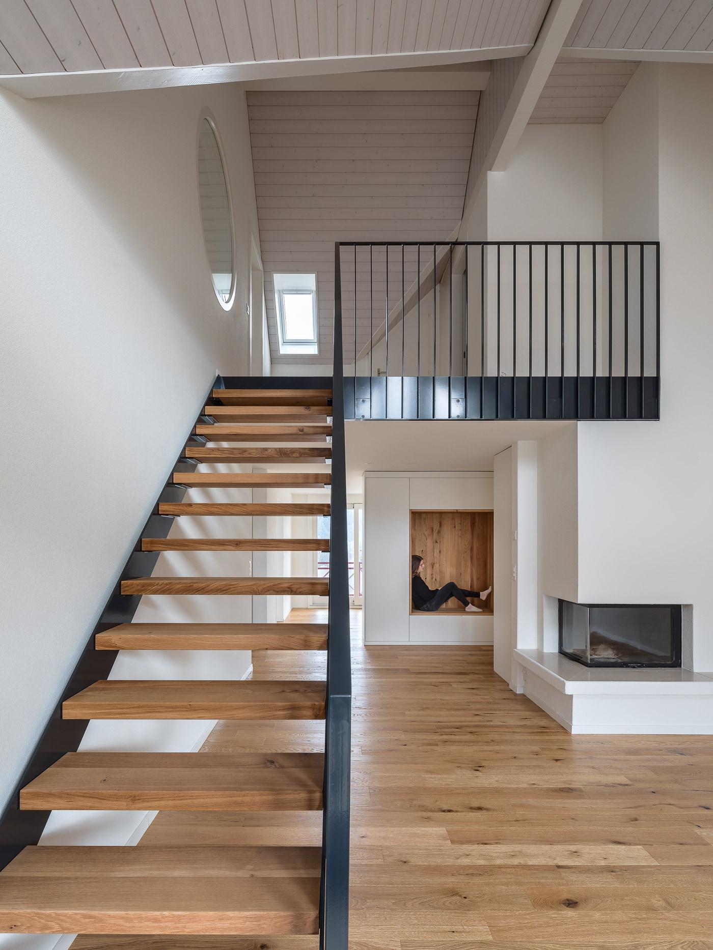 buan architekten – Umbau Attikawohnung Willisau – Foto – Treppe